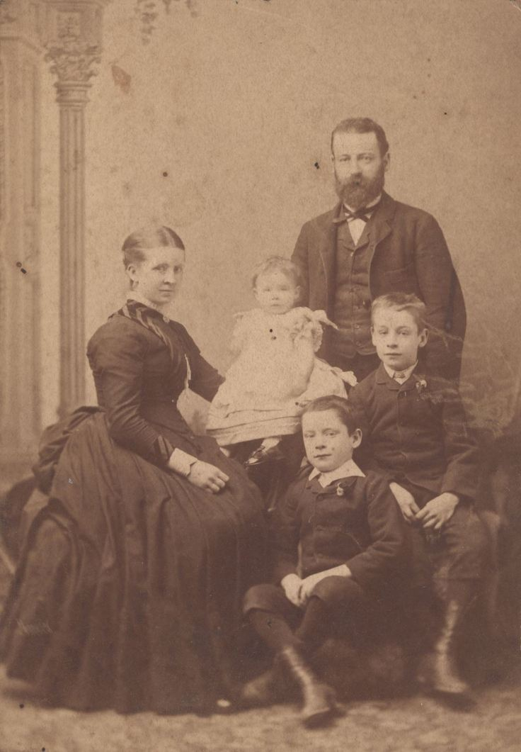 Family Portrait of Kemp Family, Melbourne, circa 1886. Source Museum Victoria.
