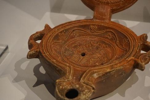 Lamp with crescent moon handle Pompeii, ceramic, 1 cent. AD. Photo © Jade Koekoe