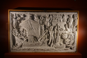 Votive relief depicting Portus Ostia, plaster. Photo © Jade Koekoe